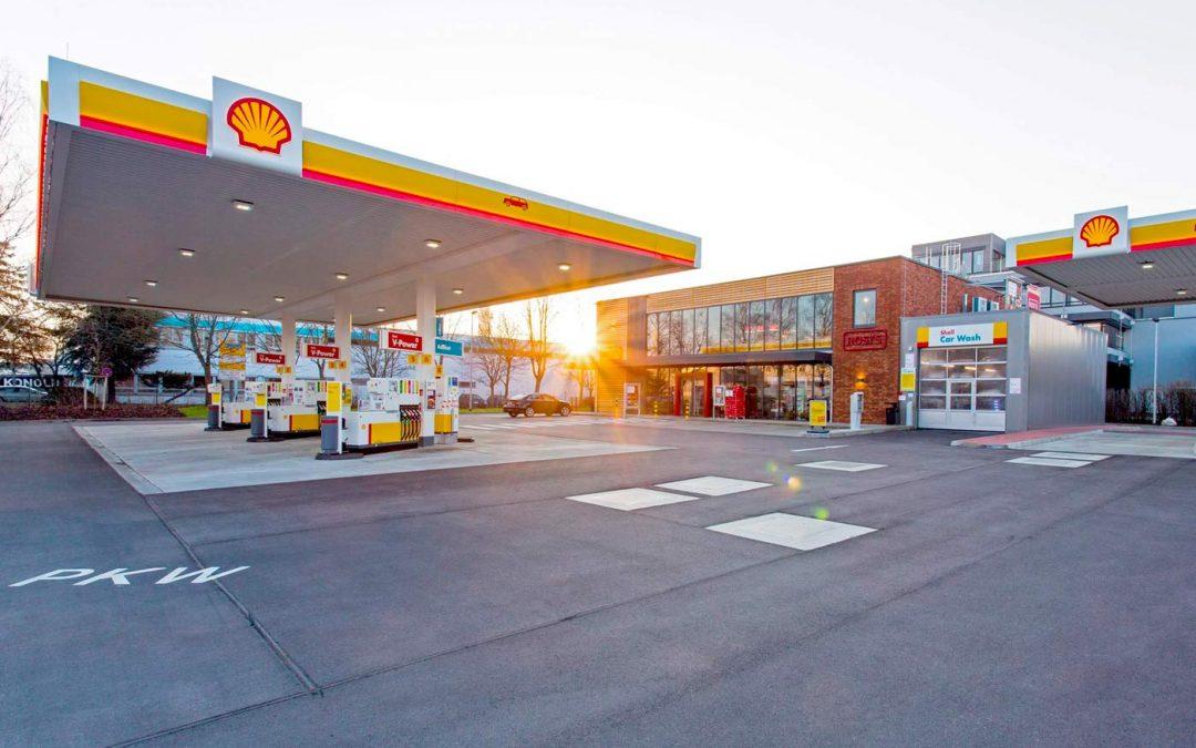 Zweistöckige Shell-Tankstelle in Eching